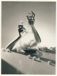 Lisa-Fonssagrives-hands-NY-1941-1
