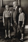 August sander-iii-15-7_1202679125 two sons and short dad