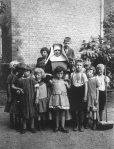 august sander nun and kids 2