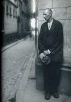 August Sander - old man laneway