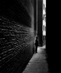 Bill Brandt policeman-in-a-bermondsey-alley-1938