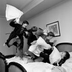 Pillow-Fight@Harry-Benson1964