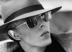 Terry O'Neill _Bowie sunglasses