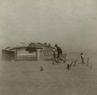 Arthur+Rothstein+1048px-Farmer_walking_in_dust_storm_Cimarron_County_Oklahoma2