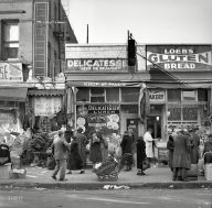 Scene+along+Bathgate+Avenue+in+the+Bronx.+New+York,+1936.