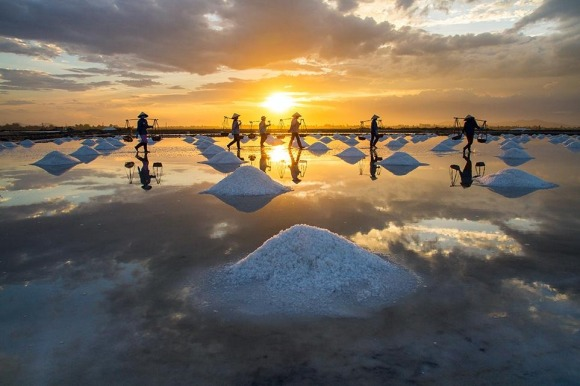 Smithsonian-photo-contest-travel-vietnam-salt-asia-namibia-giang-hoang
