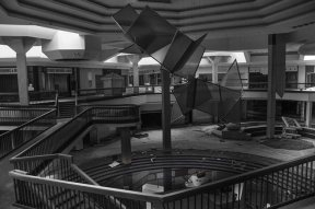 abandoned_shoppingcenter_02