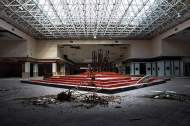 abandoned_shoppingcenter_06