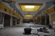 abandoned_shoppingcenter_13